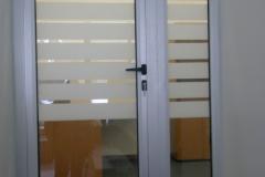 aliuminiievi-dveri-photo13